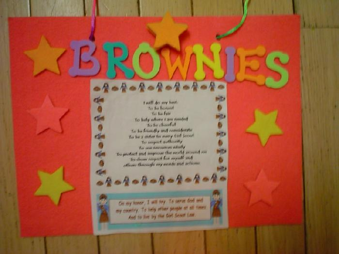 Here is an easy craft to reinforce the Girl Scout Law and Promise during your first Brownie Girl Scout meeting of the year.